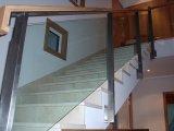 Barandilla inox-vidrio y pasamanos de madera