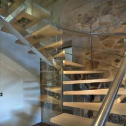 Detalle escalera-barandilla-fijo