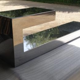Mesa de diseño en inox